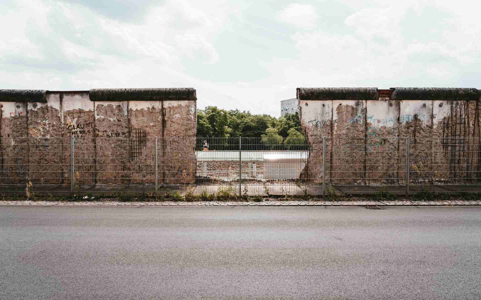 Berlin Wall: Greatest Escapes from East Berlin image