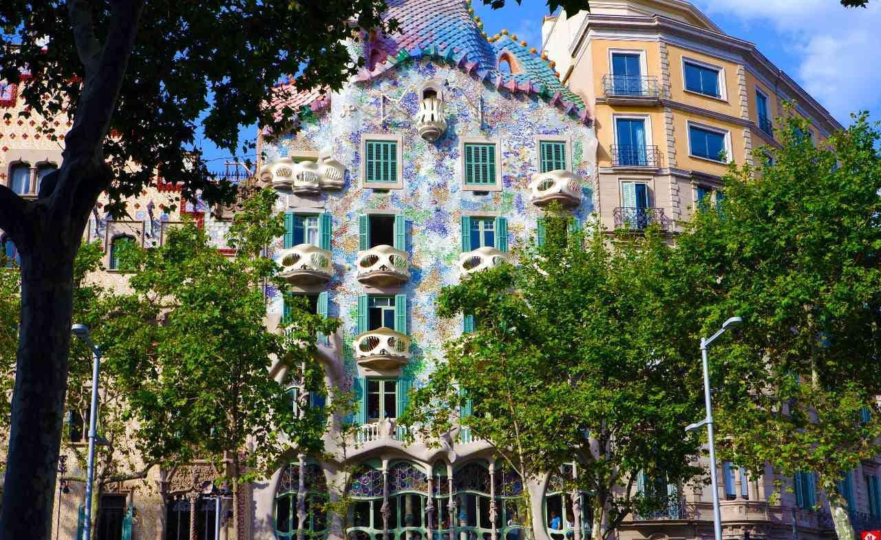 Gaudi's Barcelona: The Artist's Masterpieces image