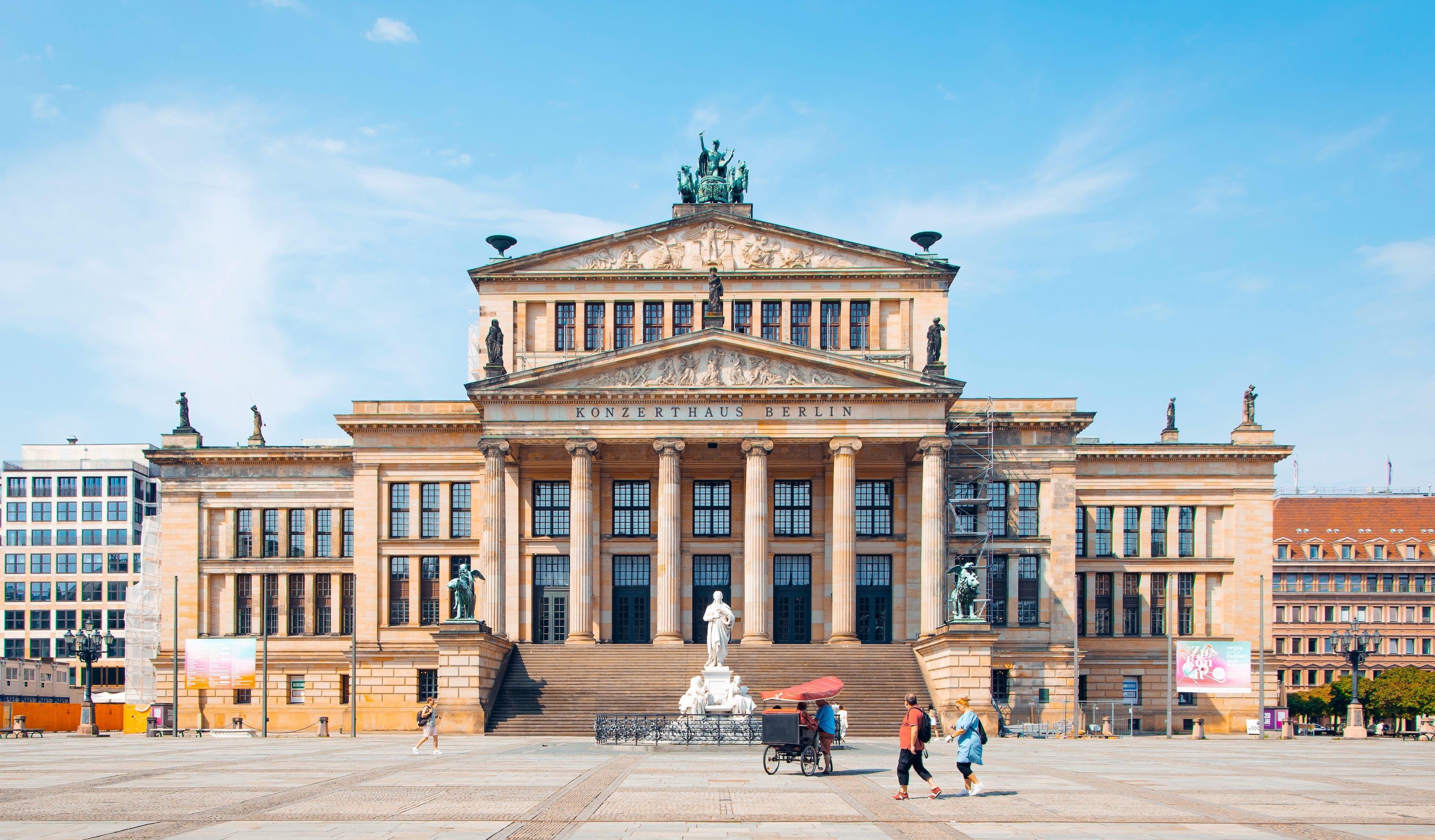 Highlights Berlin: Between Love and War image