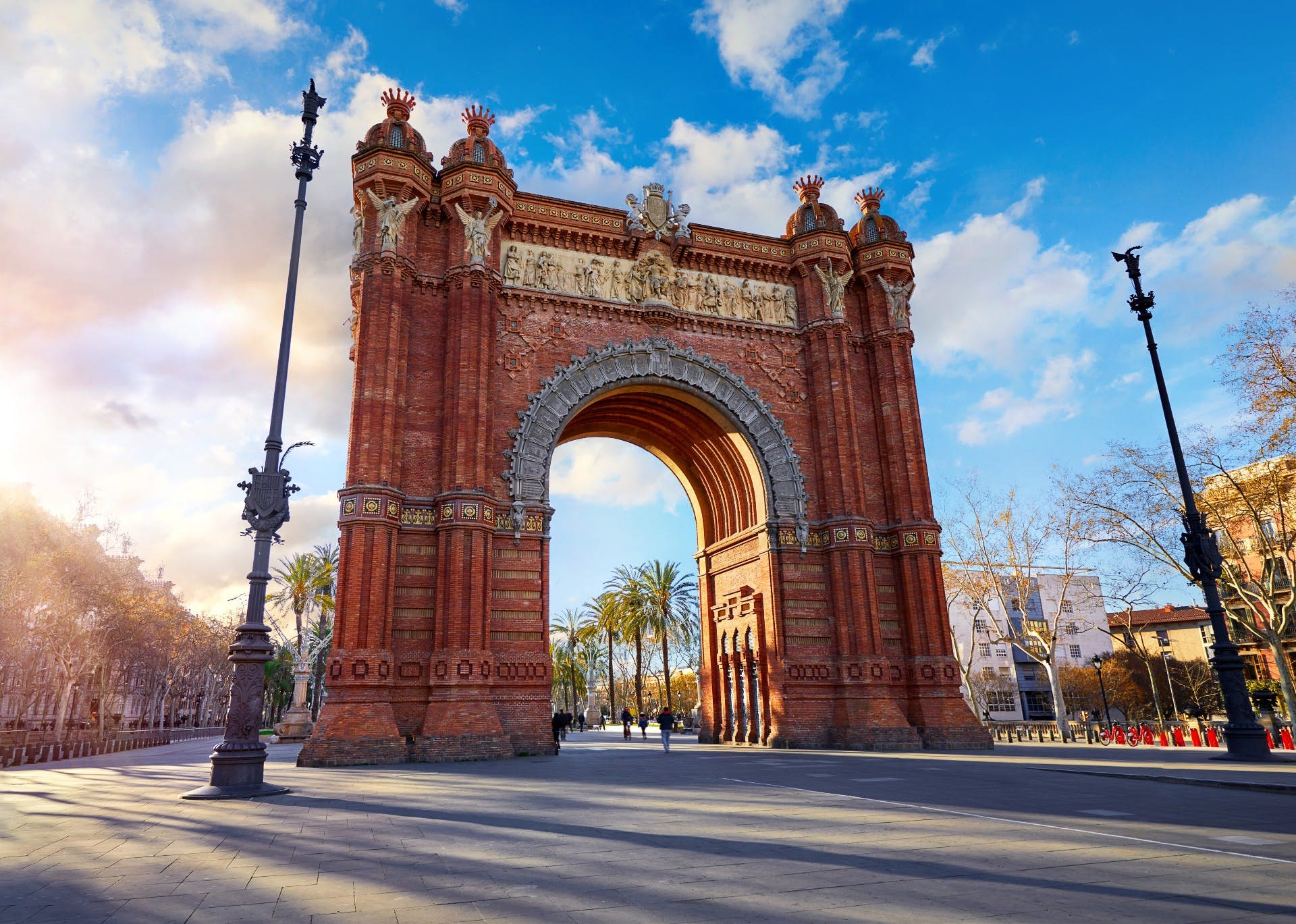 Romantic Highlights of Barcelona: Love in the Gothic District image