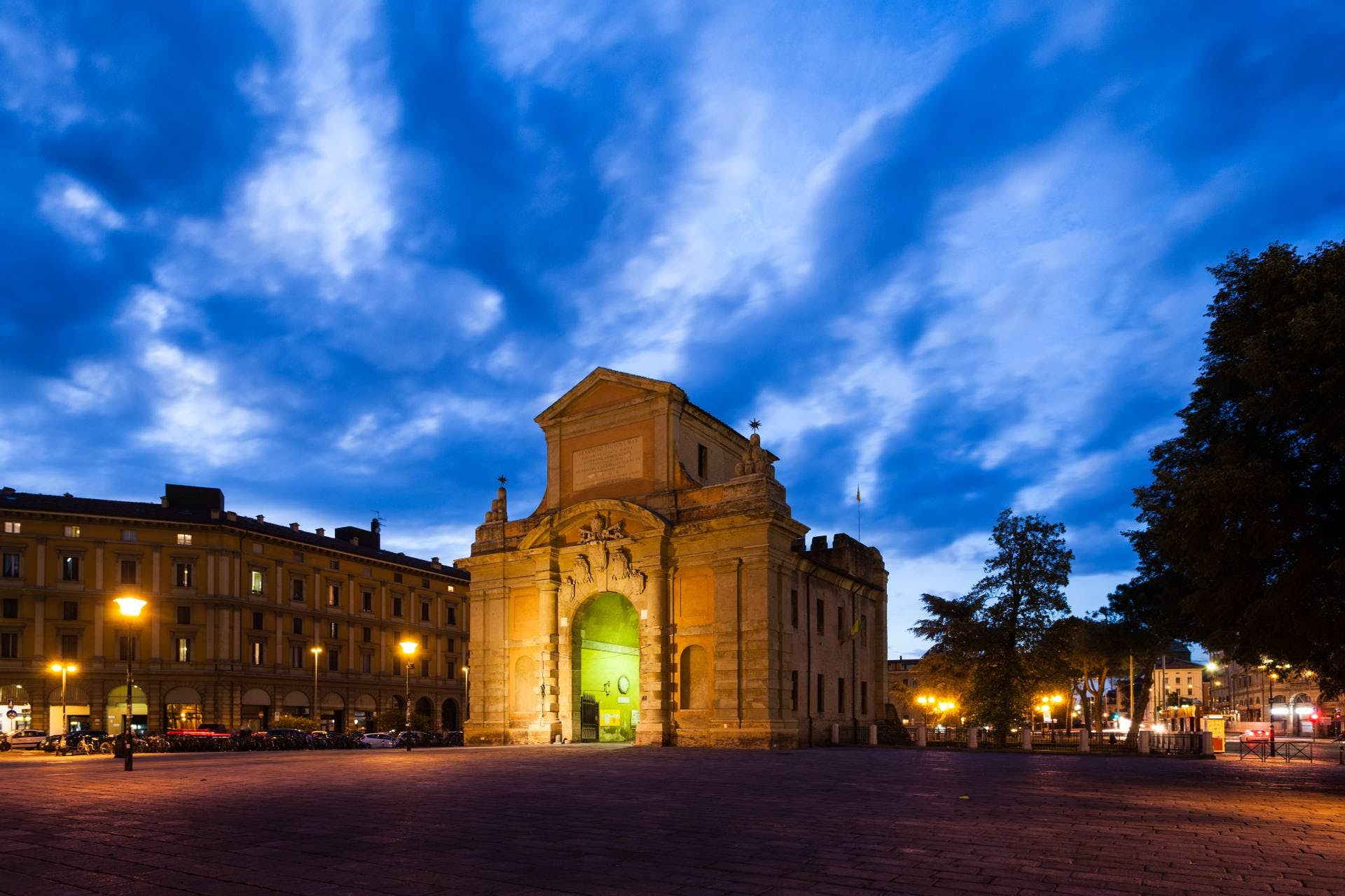 Old Town Bologna: Murder Mystery image