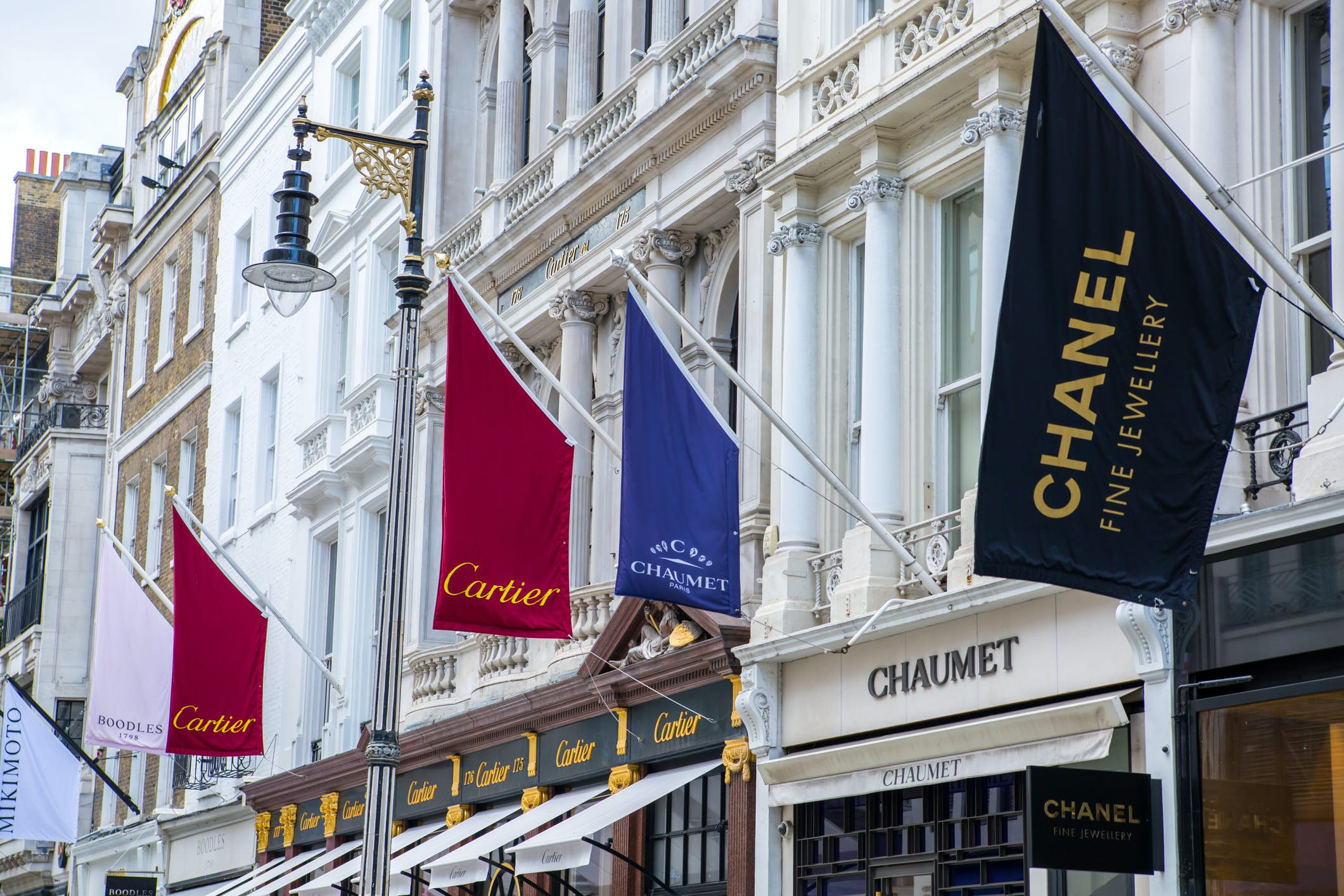 Luxurious Mayfair: Glamour in London image