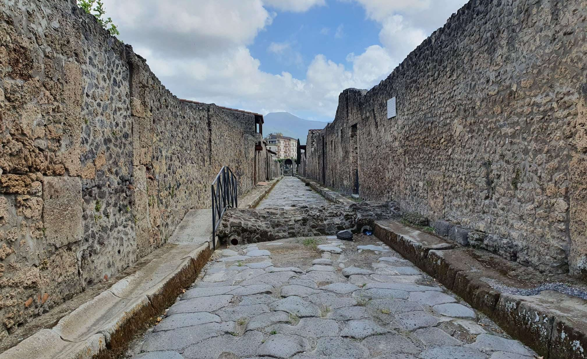 Haunted Pompeii: Escape the Dead City (QUEST IN TEST MODE) image