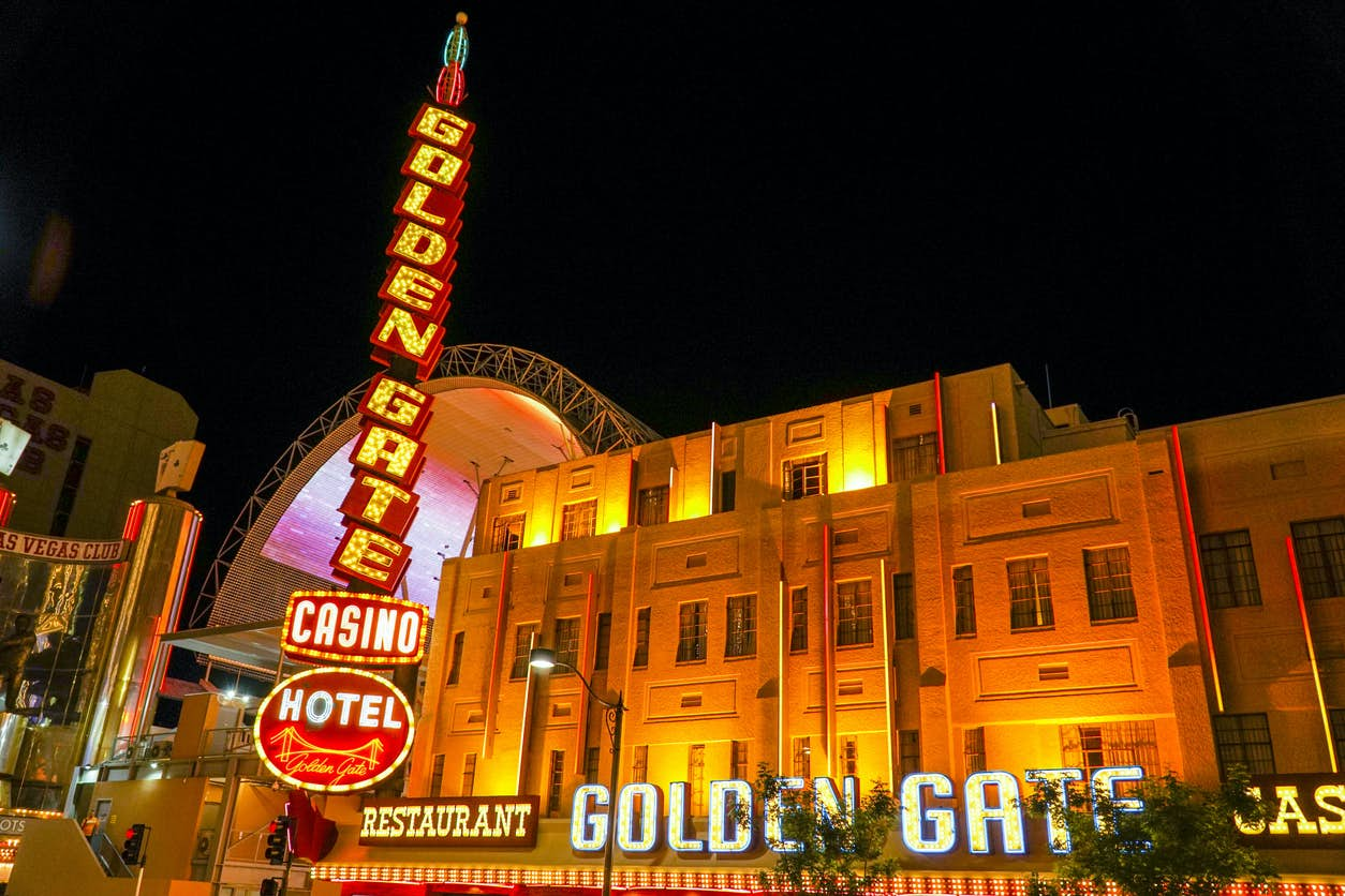 Ghosts of Las Vegas: The Death of the Rich and the Famous [QUEST IN TEST MODE] image