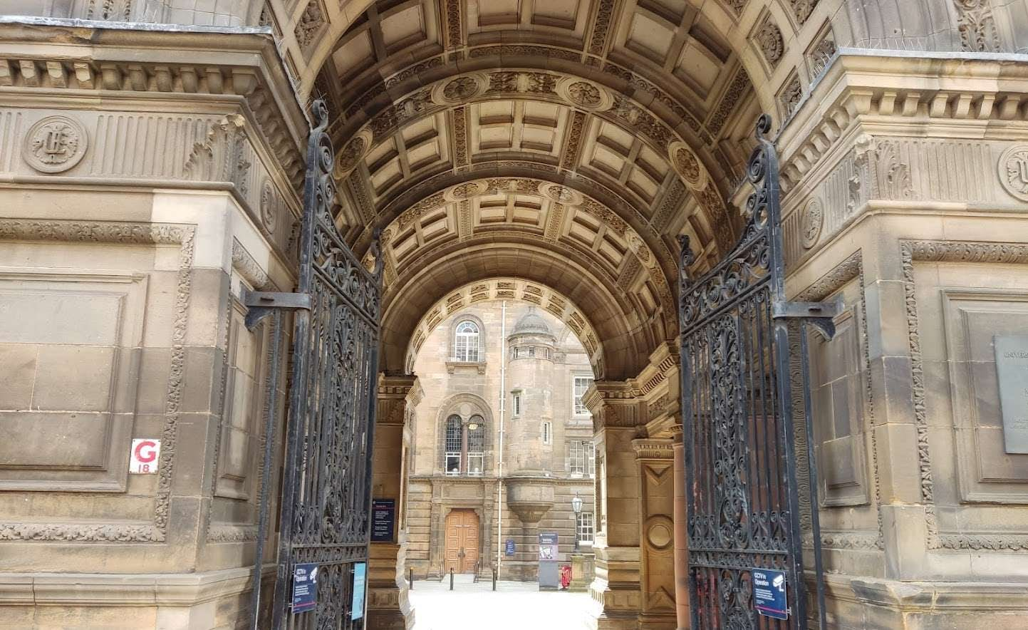 Harry Potter in Edinburgh: The Places Behind the Story [QUEST IN TEST MODE] image