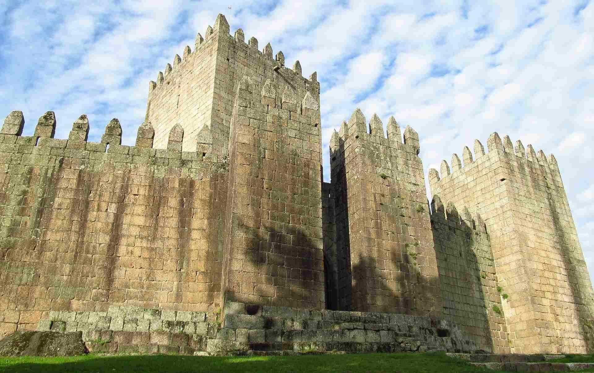Medieval Guimaraes: Legends and Myths [QUEST IN TEST MODE] image